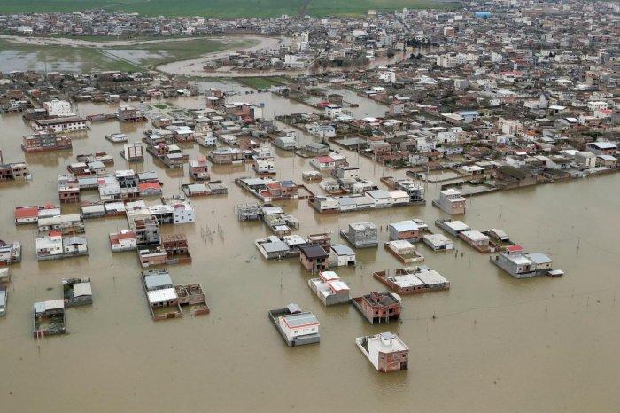 В Иране наводнения унесли жизни не менее 10 человек